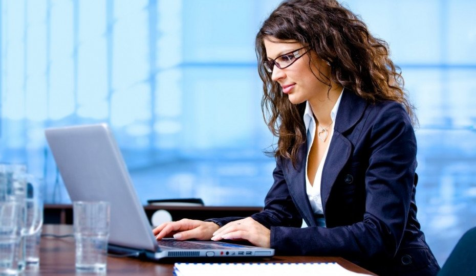 bigstock-Businesswoman-Working-On-Compu-3654420-1073x715-930x620